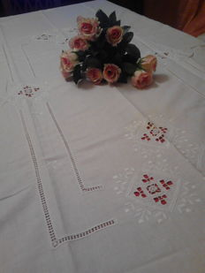Goregous tablecloth for 8 - Punto antico needlework