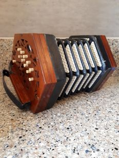 Concertina Lachenal & co 87152 with box