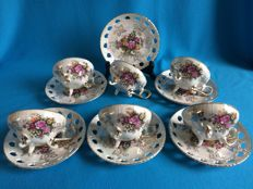 31 Piece lot of pearl and porcelain crockery.