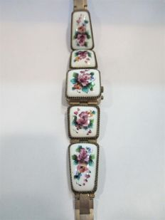 'Secret' wristwatch with porcelain enamel -- Russia 'Finift of Rosov' -- mid-20th century