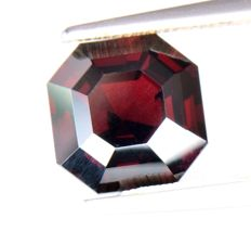 Dark Red Spinel - 3.20 ct