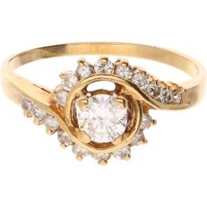 18 kt - Yellow gold ring set with 19 brilliant cut diamonds of approx. 0.43 ct in total - Ring size: 16 mm