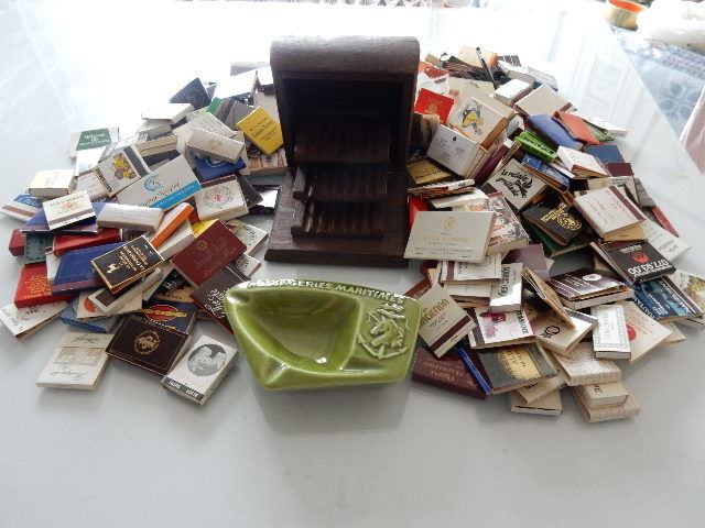 Important and very beautiful lot of match boxes - very old - 410 boxes - Old cigarette box with several layers - 1940 and ashtray in the shape of an old ship