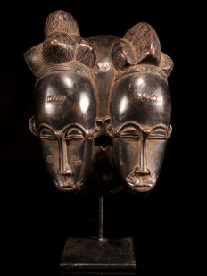 Fine twin mask with stand - BAULE - Ivory Coast