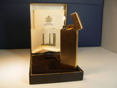 Gold-plated Dunhill Rollagas lighter; vertical line