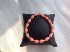 Bracelet of Pink Coral drop-shape with yellow gold, 18 kt/750 clasp, length 21 cm