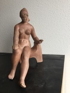 Lazlo Marosan - sculpture of a sitting nude lady