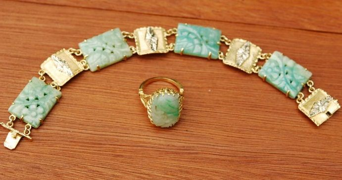 Set of bracelet and ring in jade and 18 kt gold, 37 grams