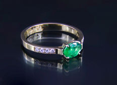 1 ct emerald gold ring with diamonds 0.11 ct. * Free shipping * No Reserve * Free Resizing *