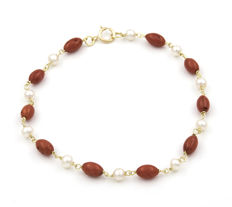Yellow gold 18 kt/750 - Natural Pacific Corals - Natural cultured pearls - Bracelet length: 19 cm (approx.)