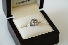 2.75 ct/SI1 Solitaire diamond ring with a round brilliant cut diamond in 14 kt white gold - ring size 60/19