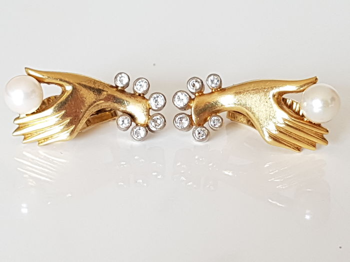18 kt earrings/clips with diamonds 0,48 ct and saltwater pearls.