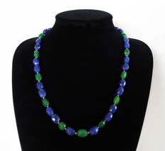 Necklace with faceted emeralds and sapphires - 14 kt hallmarked Gold clasp - Total length 57.5 cm.