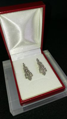 Exclusive bicolour gold earrings with diamonds and IGE certificate