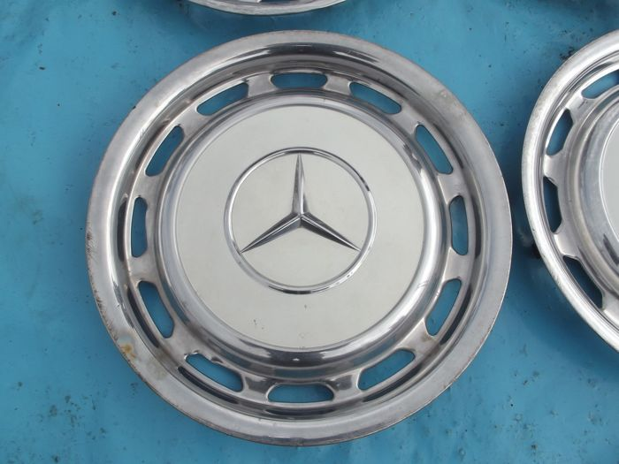 Mercedes benz hubcaps 14 inch 4 piece 1970s catawiki for Mercedes benz hubcaps