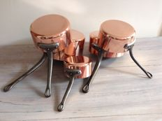 Nice set of 5 saucepans in red copper and cast iron handles.