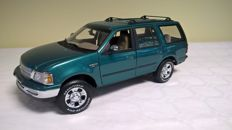UT Models - Scale 1/18 - Ford Expedition Regular XLT - Green metallic colour