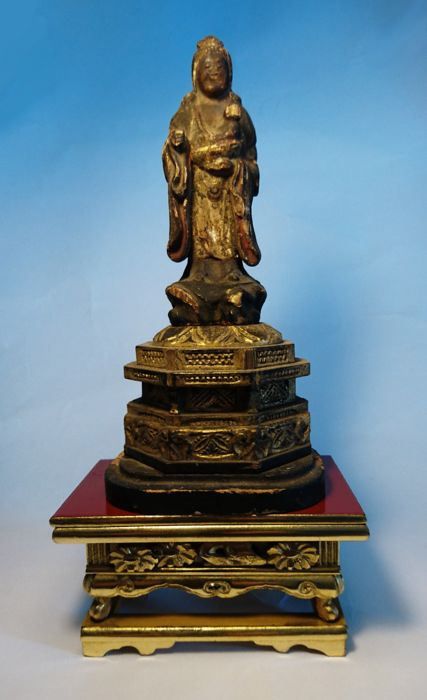 Kishibojin Bodhisattva Diety with Altar Stand -Wood, Laquer and Gold Gilt - Japan - 19th century