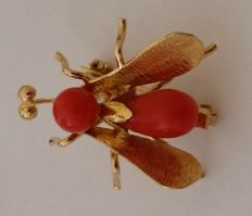 18 kt yellow gold brooch with coral, total weight: 3.17 g