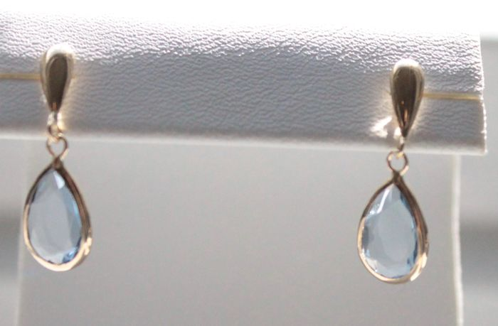 14 kt Yellow gold earrings inlaid with topaz, Size: 7 x 21 mm