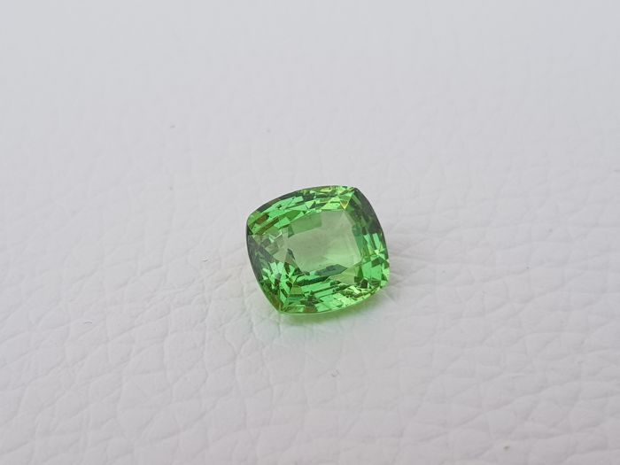 Tsavorite garnet - green - 4.56 ct