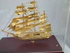 "THREE-MASTER BARQUE - ""THERMOPYLEA"" - in full rigging.  Top condition.  Presentable and unique  In transparent display case"