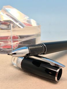 Montblanc Starwalker Black Resin & Platinum Fineliner