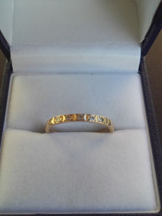 18k Gold Ring with 5 X 0.015 diamands. Size 17.30/ 1.9g