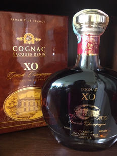Cognac XO Jacques Denis. 700ml. It has an average age of 20 years. 1 bottle