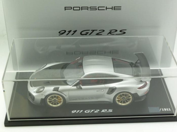 Spark-Porsche - Scale 1/18 - Porsche 911 991 GT2RS 2017 - Silver - Limited Edition 1,911 Pcs