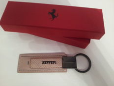 Brown calfskin leather Ferrari keyring + white Ferrari cap