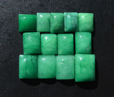Lot of emeralds cut into cabochons - 13 to 20.5mm - 177 cts (13)