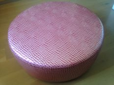 Unknown designer - imitation leather pouf sofa, reptile effect - antique pink colour - Italy - 2010