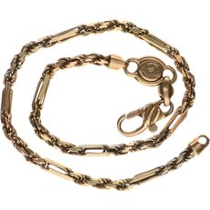 14 kt yellow gold twisted shackle bracelet – Length: 20 cm