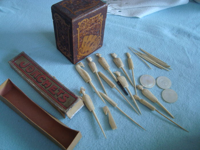 France - 19th century - pyrographed card game box + Jonchets game in bone + 3 casino chips in mother of pearl