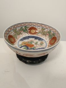 Famille rose porcelain bowl with floral decoration - Japan - 19th century