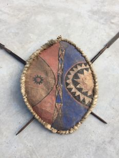 Leather Shield with two Spears - MASAI-Africa