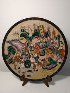 Large porcelain plate from Nanking with painted warriors – China – 19th century.