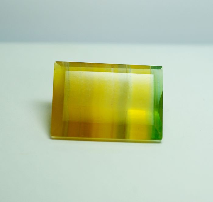 Fluorite, multicoloured   137.54  ct