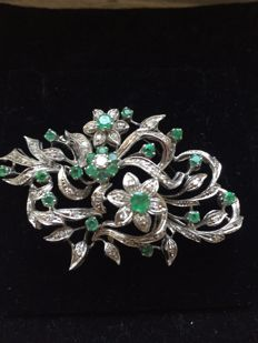 Platinum brooch with round diamonds and emeralds, 1970s