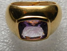 Signet ring in 18 kt gold of 7.1 g and violet amethyst - size 53