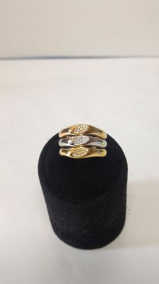 Triptych of rings in 18 kt yellow, white and rose gold with 0.15 ct diamonds.