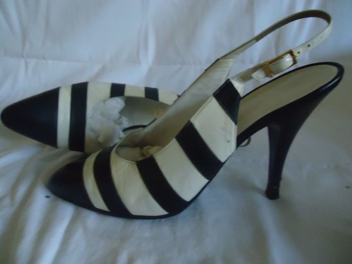c0dee111976f Chanel  High quality leather shoes with black and white stripes Size ...