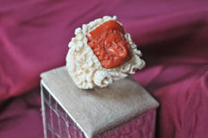 Ring made of Mammoth ivory and Mediterranean coral – Size 14/15