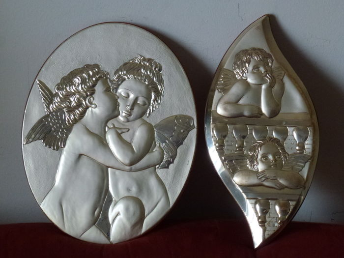 Christian-Catholic style - 2 Silver 925/1000 plates on wooden frame - two angels hugging of exceptional brightness, and two thoughtful angels - high-relief processing- the first one can be used in two ways: wall mounting and support