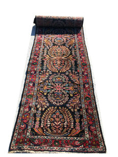 Remarkable handmade Oriental carpet: Antiqeu Sarough 510 x 95 cm circa 1980