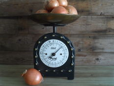 A nostalgic scale by the brand Soehnle.