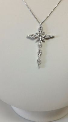 18 kt white gold cross with 1.05 ct diamonds