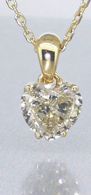 Yellow gold pendant with a heart-shaped diamond pendant of 0.80 ct