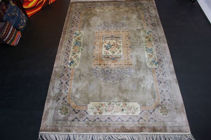 Hand-knotted original Chinese silk carpet, oriental, approx. 280 x 182 cm. Nice pattern, recently cleaned